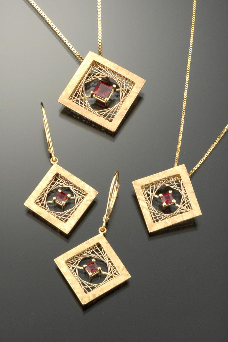Woven Square pendants & earrings garnet