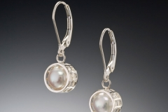 Mesh silver caged pearl leverback