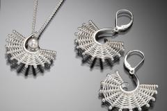 Fandango pearl pendant & large leverbacks